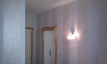 Wallpaint in Streifenform glänzend und matt